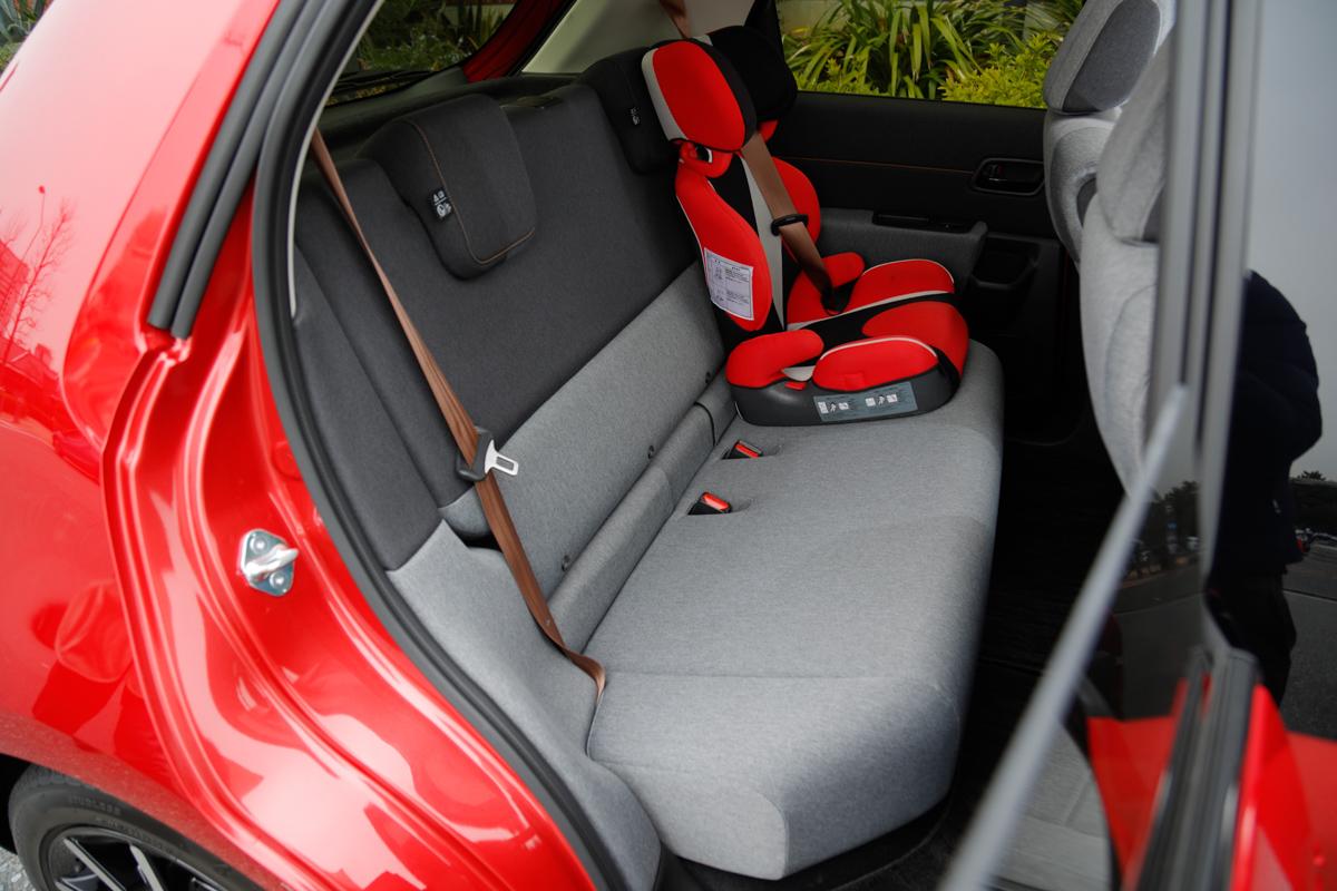 Honda eの後部座席