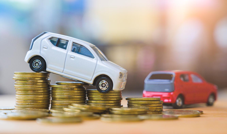 車のおもちゃとコイン