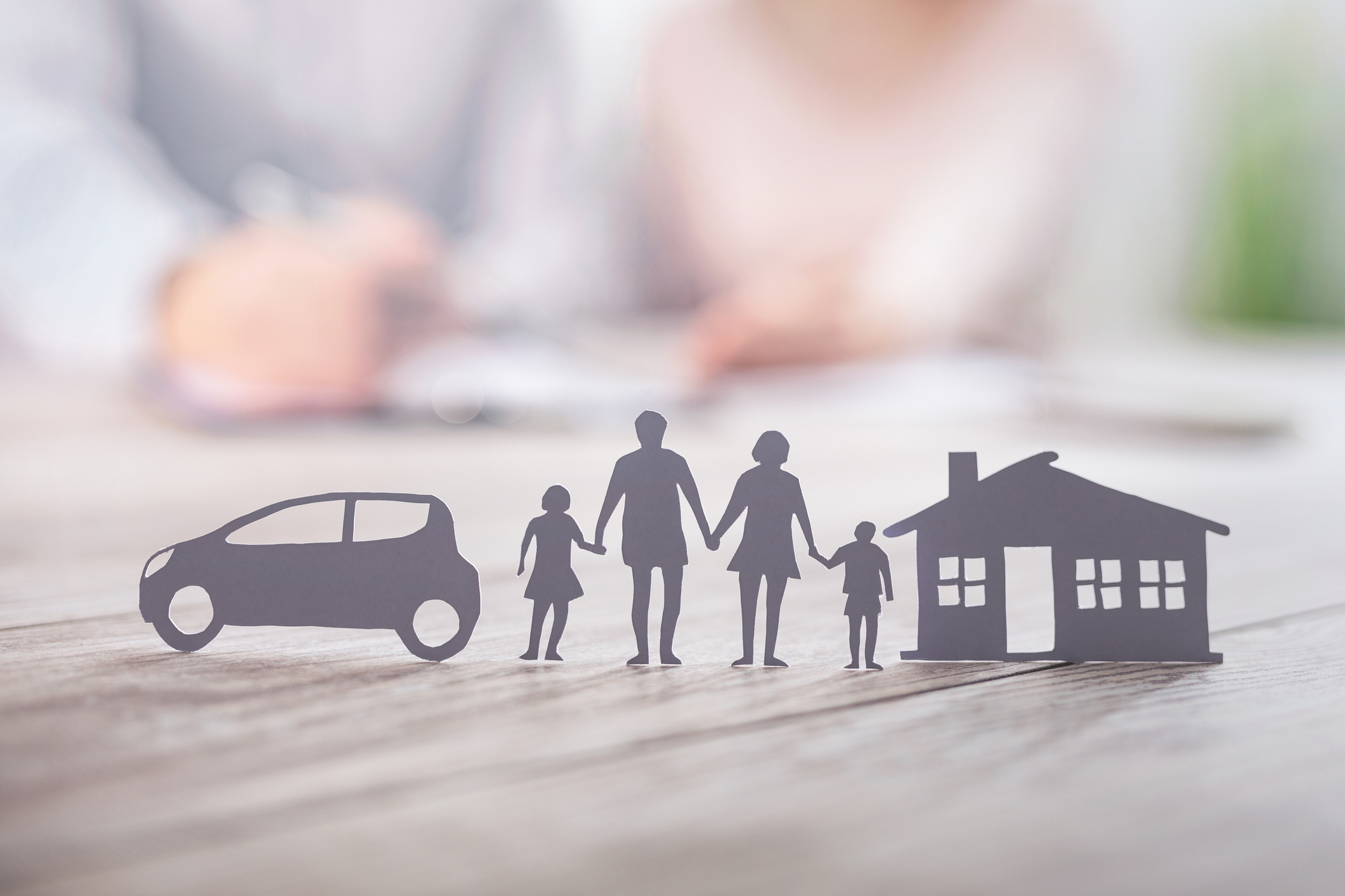iStock 車と家庭
