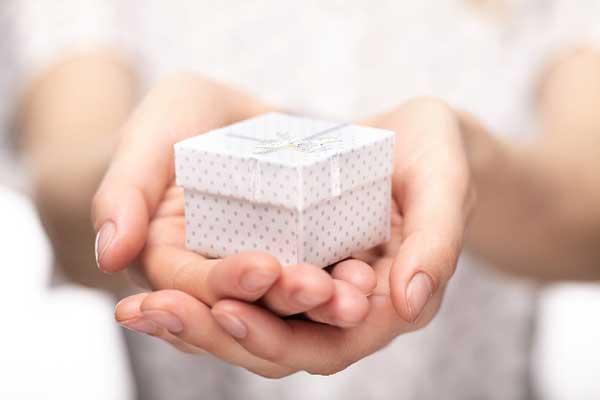 福岡でバレンタインや卒業・就職祝いにはカラー診断のプレゼントを