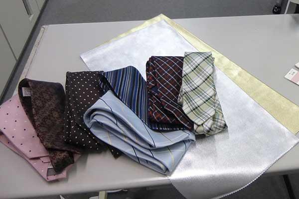 スーツとネクタイ 一着目はベストカラーから揃えておきましょう@福岡