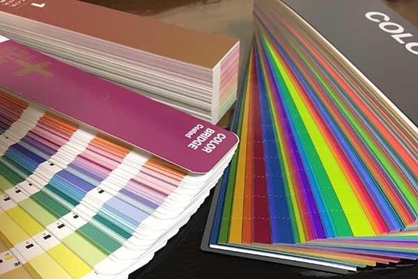色選び、カラーのことでお困りのことは福岡のカラーコンサルタントへ