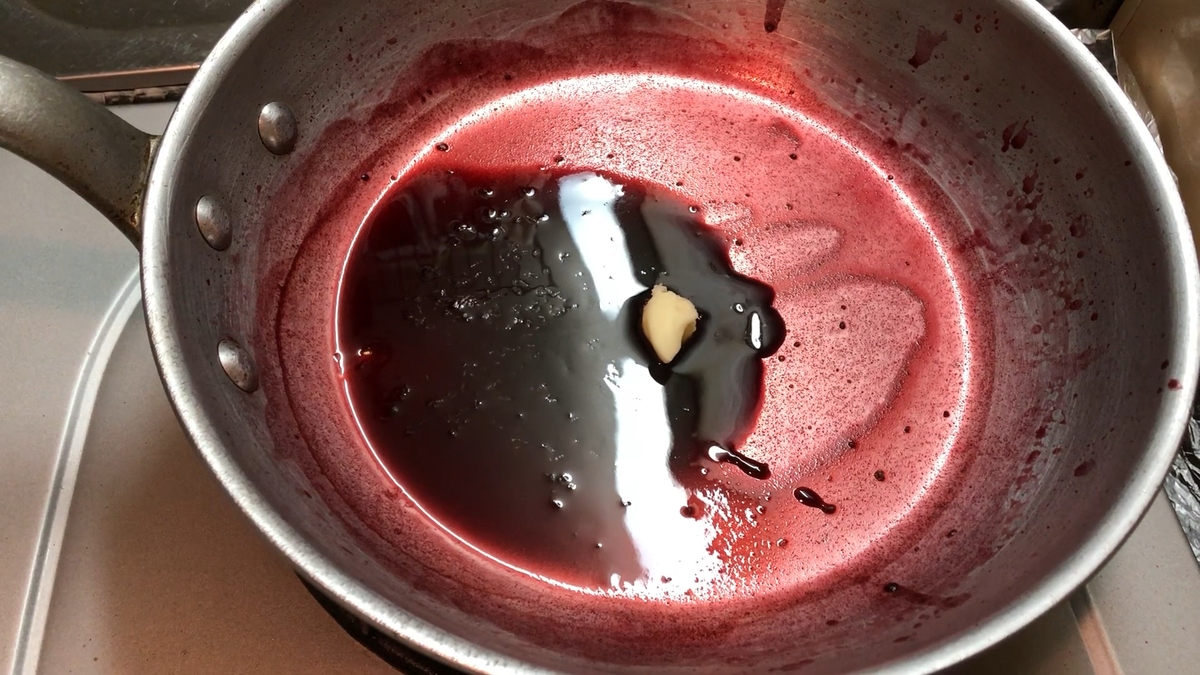 赤ワインソース仕上げ