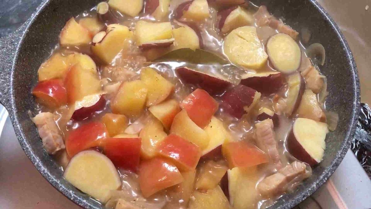 豚肉とリンゴの煮込み 仕上げ