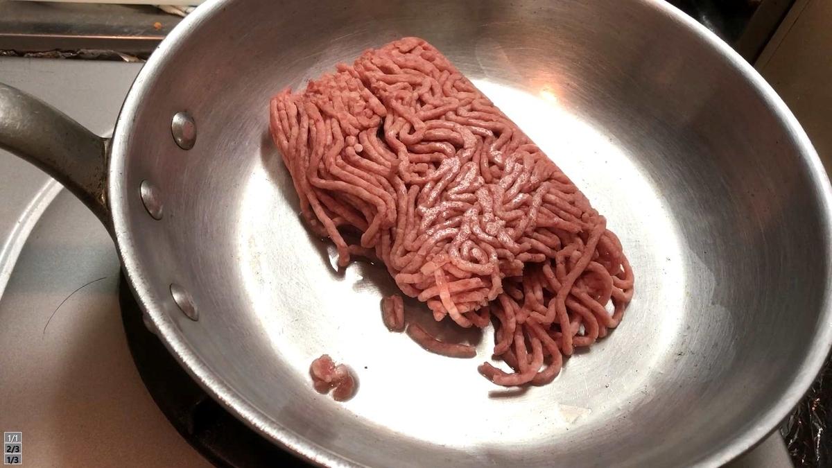 ひき肉炒める