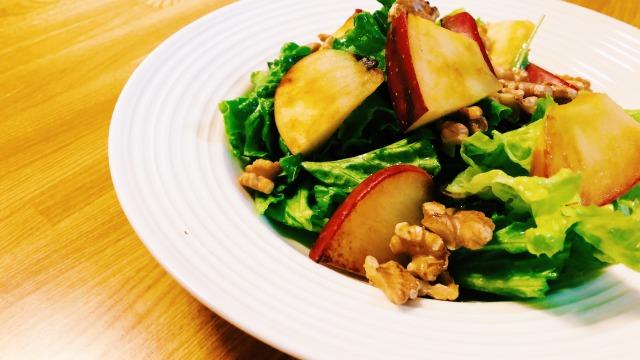 りんごとクルミのサラダ