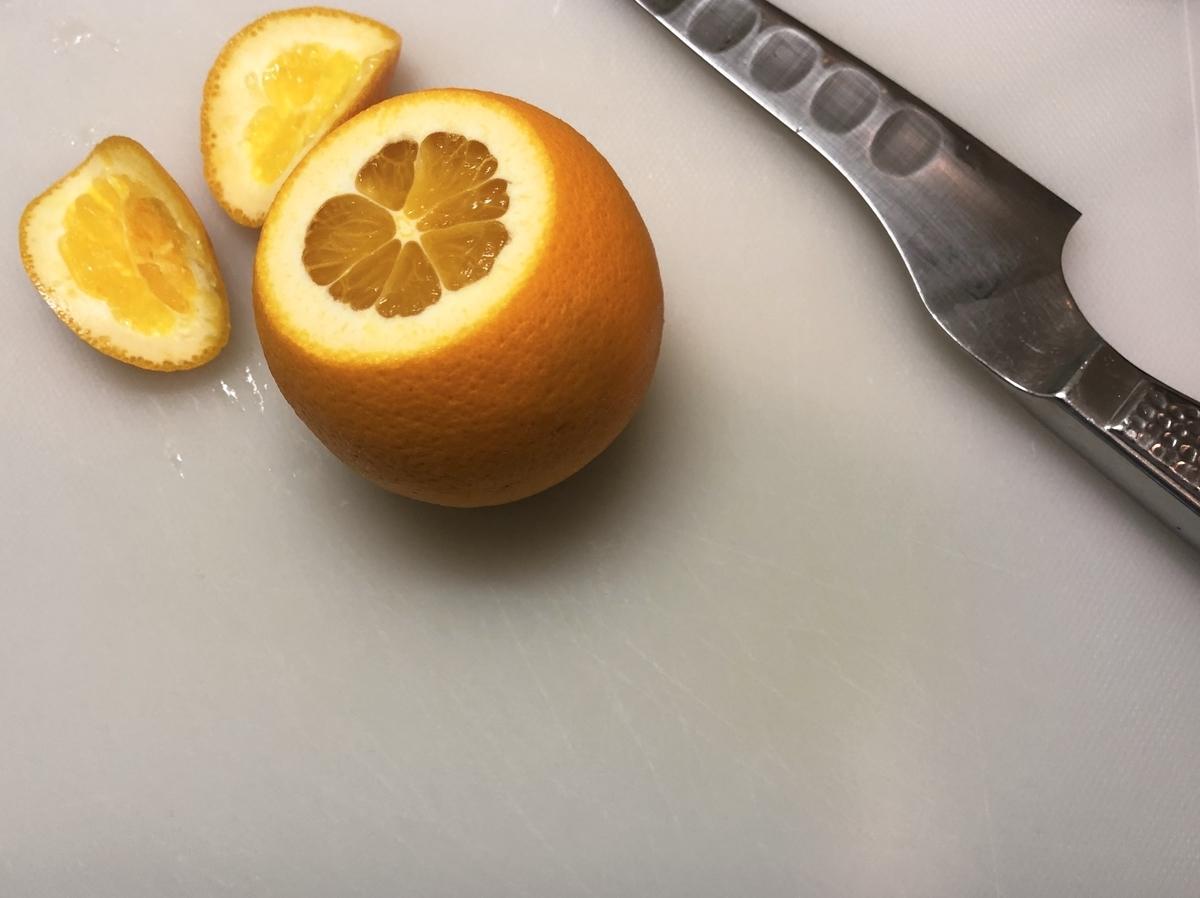 オレンジ上下を切る