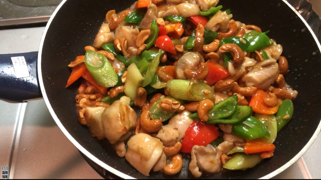 鶏肉とカシューナッツ炒め仕上げ
