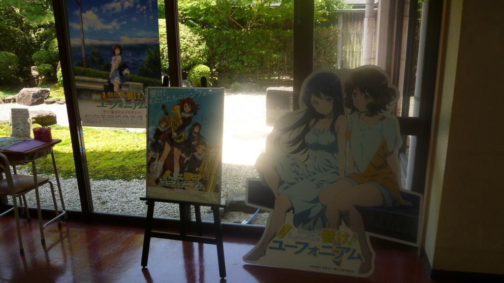 映画とかのポスター、久美子と麗奈の等身大パネル
