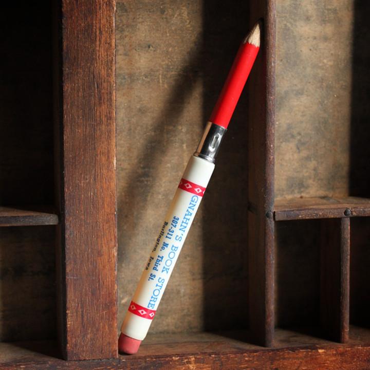 元々はポケットに入る筆記用具として戦場で使用された弾丸を使って作られた収納式のバレットペンシル