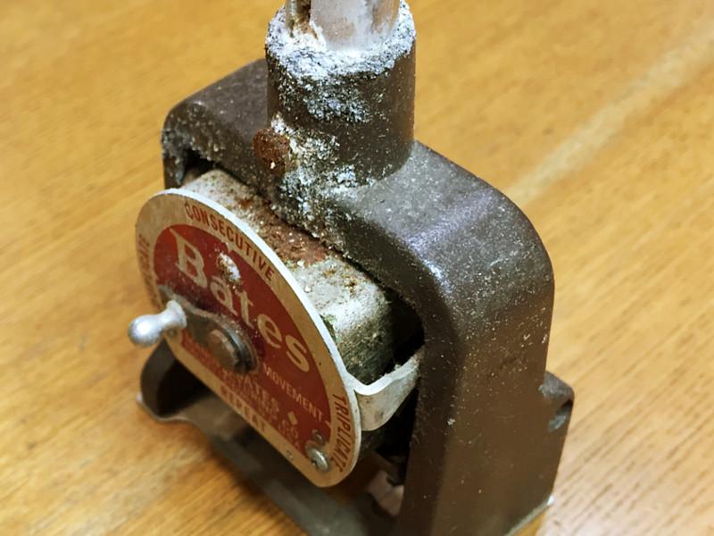 ハンドルが固着しているのはもちろんスタンプ部分も固着して動きません。