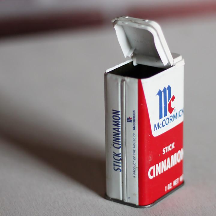 アメリカンヴィンテージ・1970年~80年代頃のMcCormick Stick Cinnamonのティン缶