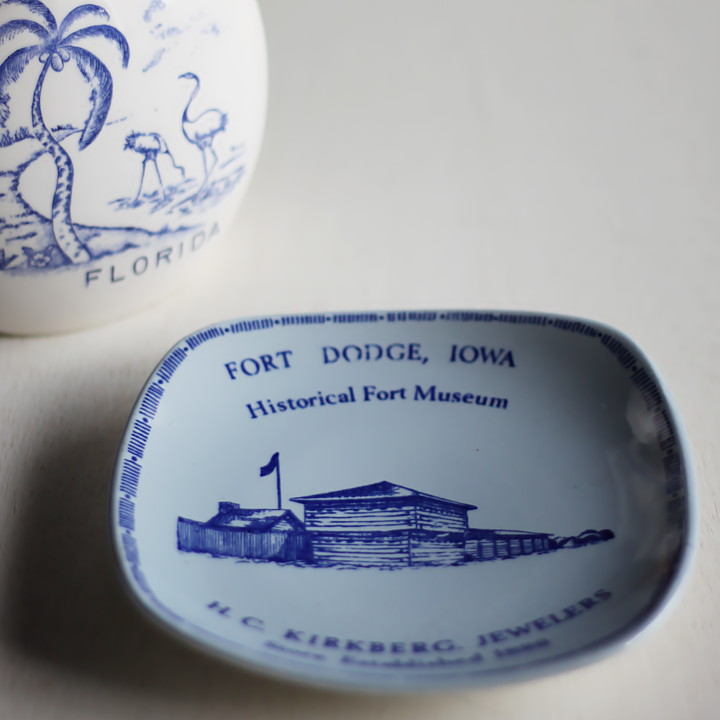 USAアメリカンヴィンテージ陶器製記念プレート皿|水色IOWA・FORT DODGE