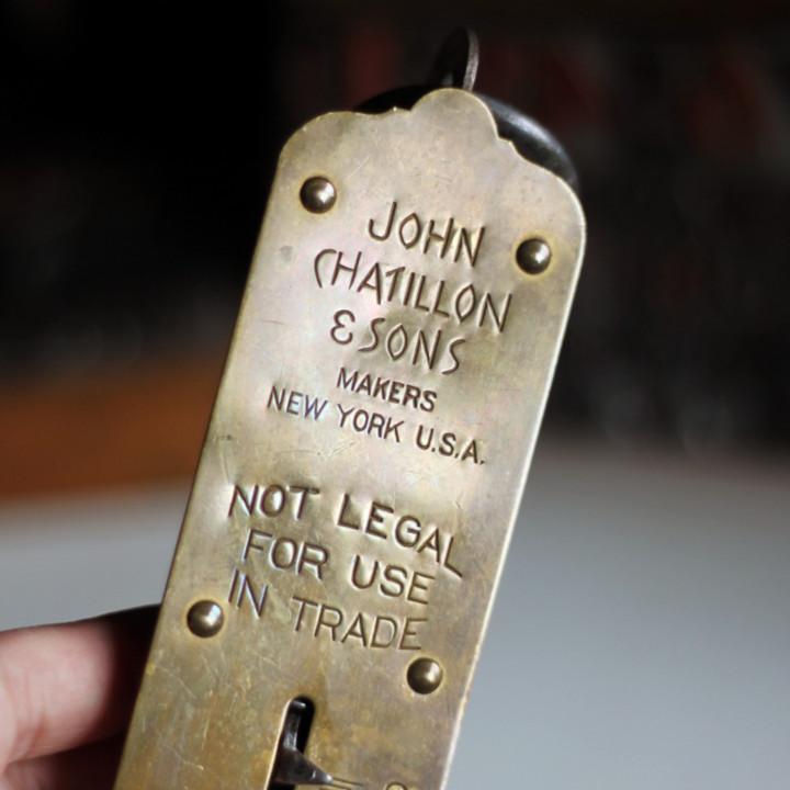 1900年代初頭のJOHN CHATILLON & SONSのロゴ刻印|アンティークハンギングスケール