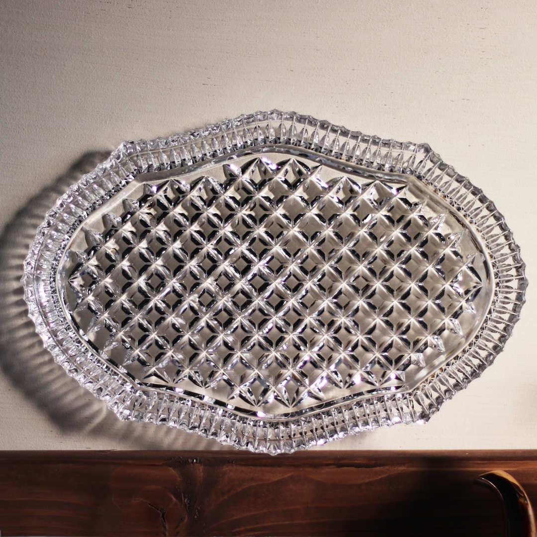 ヴィクトリアンな縁取りが美しいガラスプレート アンティークキッチン雑貨ガラス皿
