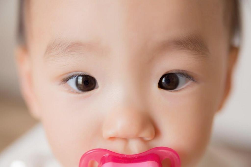 赤ちゃんに見つめられる