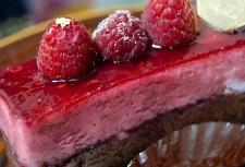 カシスが乗ったショートケーキ