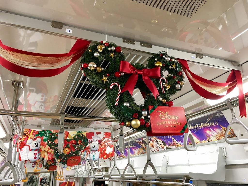 東京メトロ銀座線の車内がディズニー・クリスマスになっていた