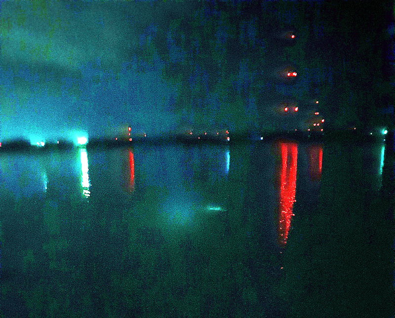 深夜帯の木曽川、立田大橋の左岸