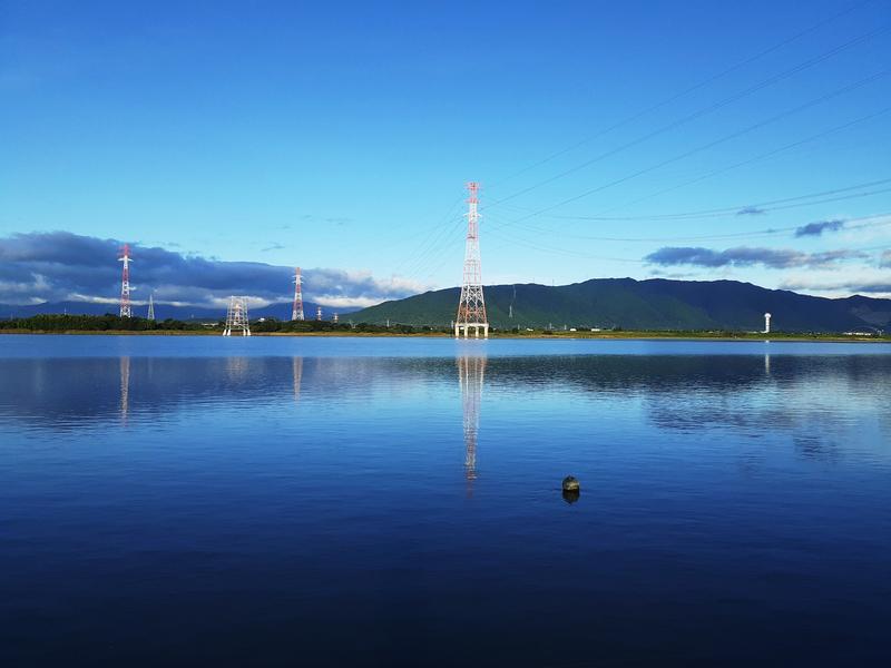 すっきり晴れた木曽川の立田大橋周辺