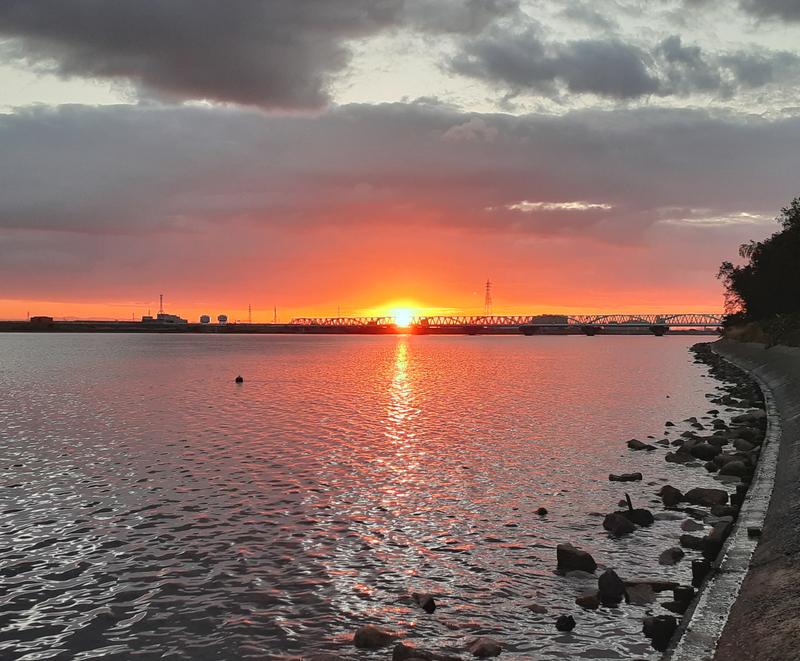 木曽川河口より日の出を見る