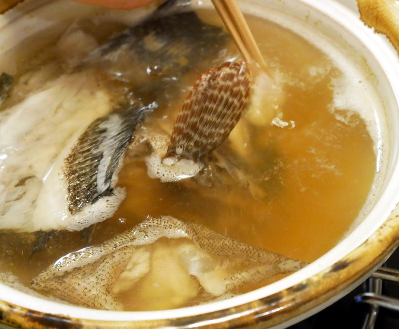 オオモンハタのアラで出汁をとる