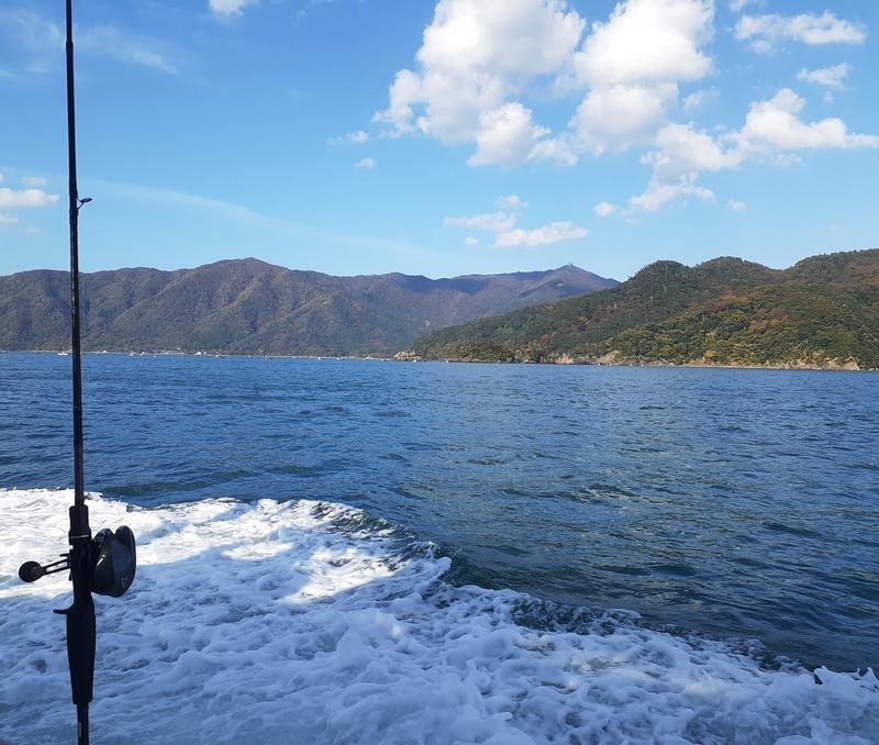 海は凪、最高の天気の中の釣り