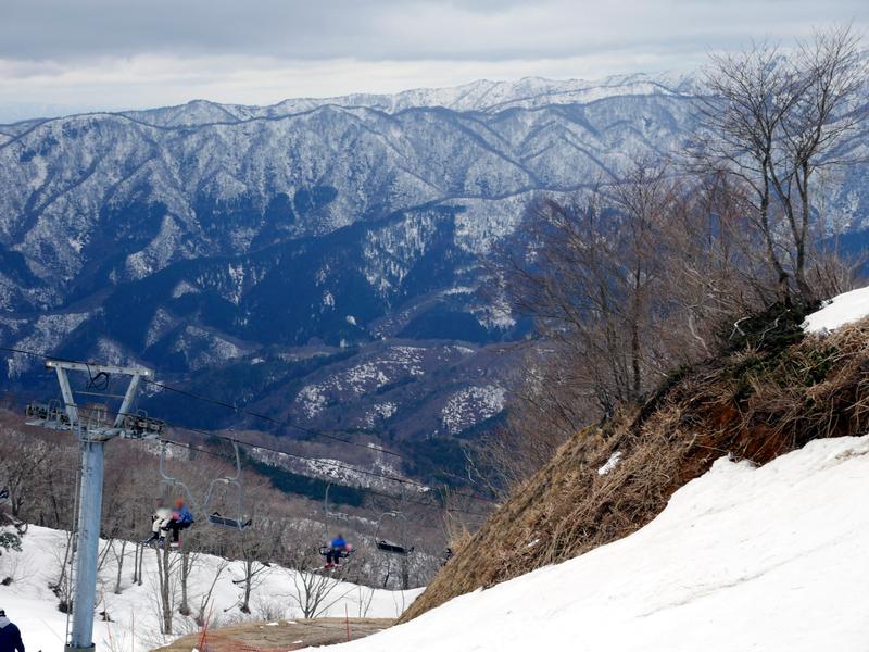 曇天の春スキー