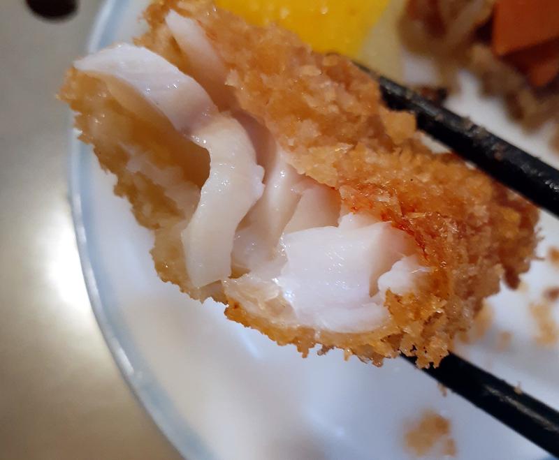 肉厚な根魚のフライ