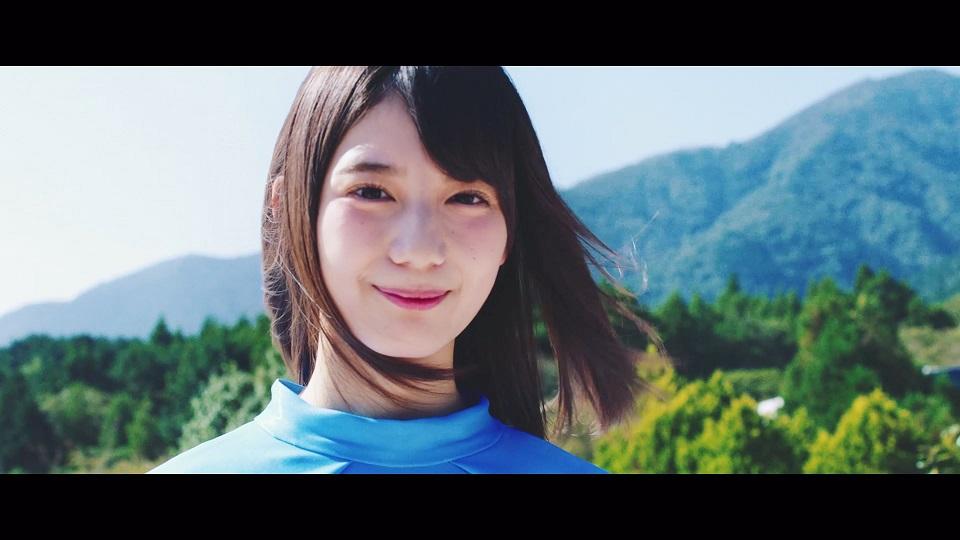 小坂菜緒さん=『JOYFUL LOVE』MVより
