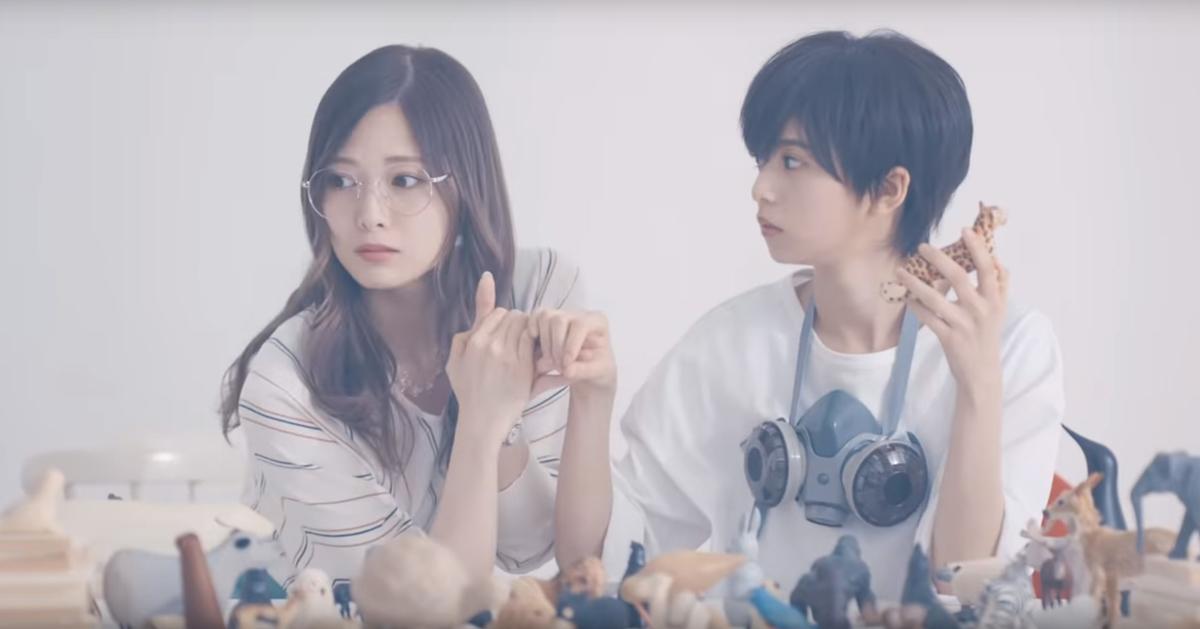 (左から)白石麻衣さん、齊藤飛鳥さん=『のような存在』MVより