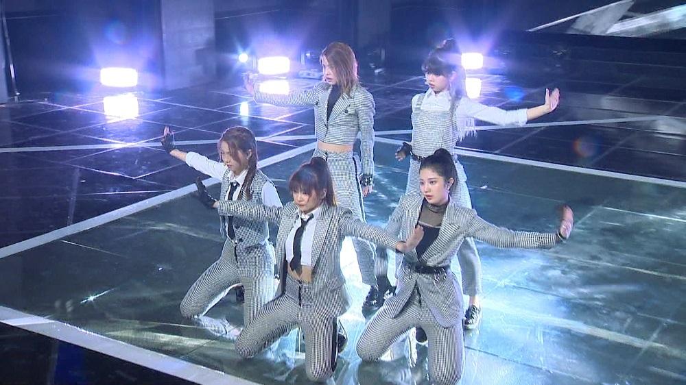マコチーム(左上から時計回りに)マコさん、リクさん、モモカさん、マユカさん、アヤカさん