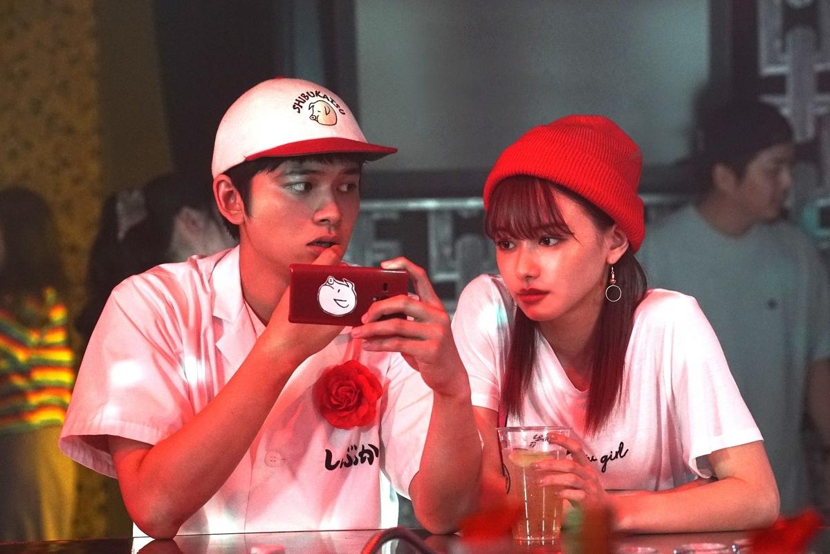 (左から)北村匠海さん、山本舞香さん(C)2020イーピャオ・小山ゆうじろう/集英社・映画「とんかつDJアゲ太郎」製作委員会