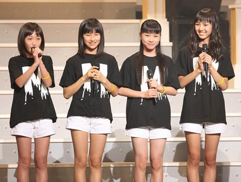 2011年9月29日に日本武道館でお披露目された10期メンバー(左から)工藤遥さん、佐藤さん、石田亜佑美さん、飯窪春菜さん