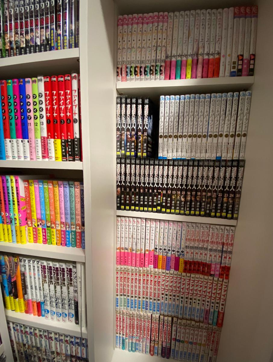浅川さん「自慢の本棚」