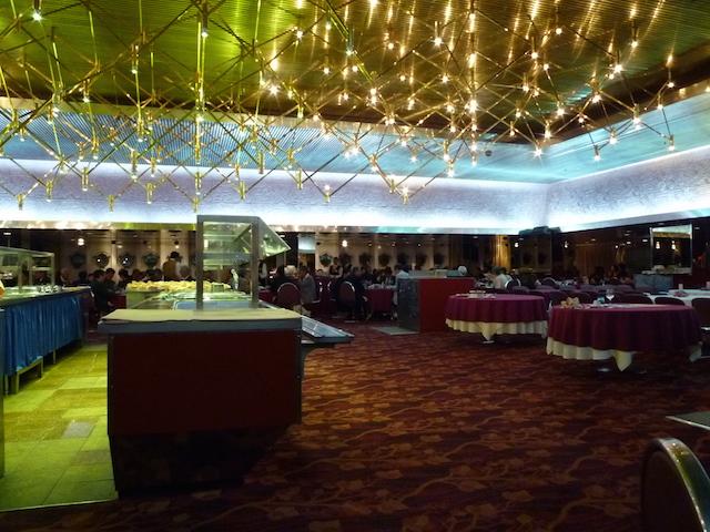 ピースボート オセアニック号の6階レストラン