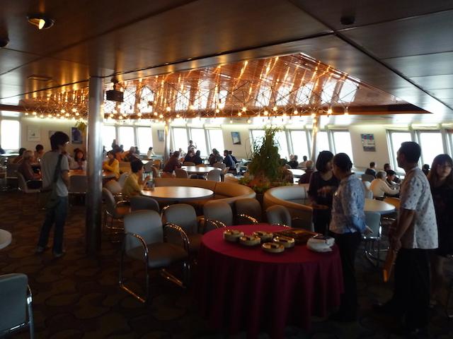 ピースボート オセアニック号のレストラン