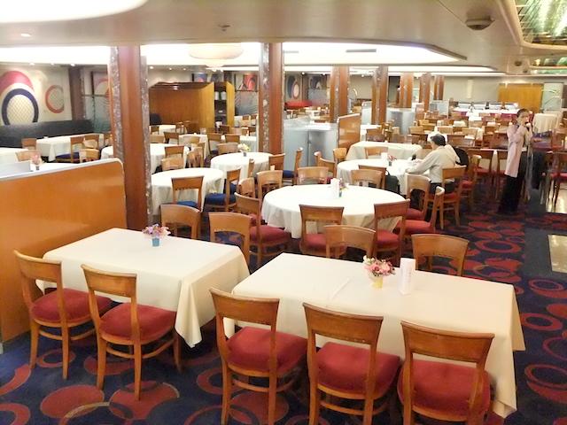 ピースボートオーシャンドリームメインレストラン