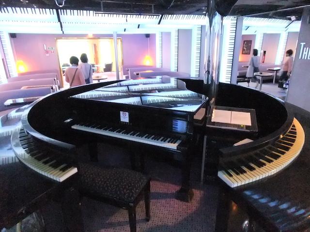 ピースボートオーシャンドリームバーピアノ