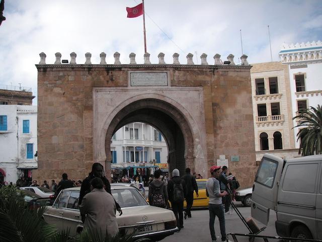 チュニジア 世界遺産のチュニスの旧市街門