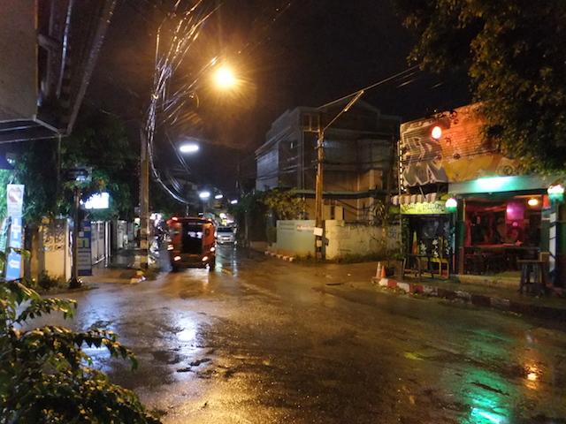 夜のチェンマイ旧市街