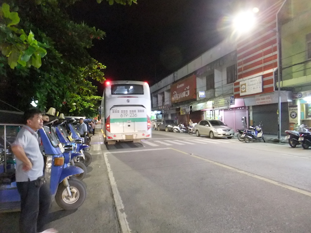タイ チェンライ客を待つトゥクトゥク