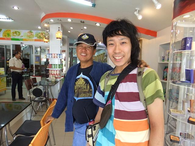 タイ チェンライ ホワイト・テンプル チャルーンチャイ・コーシピパット氏