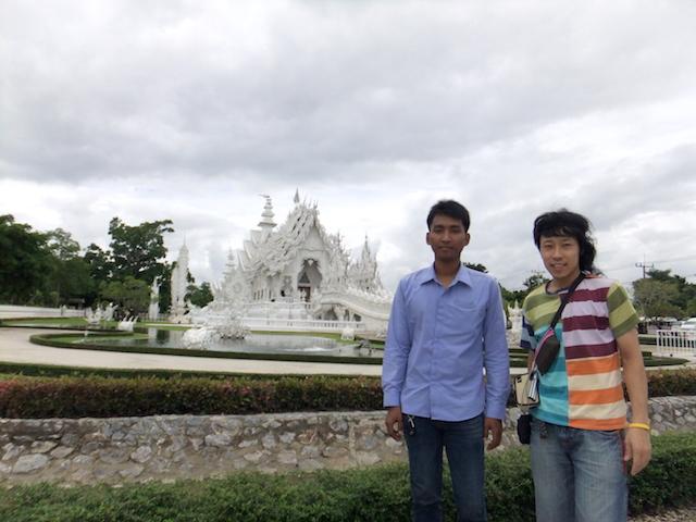 タイ チェンライ ホワイト・テンプル 記念撮影