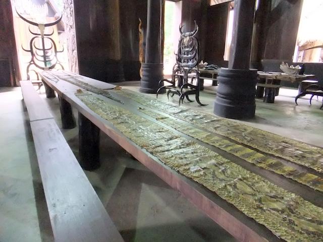 タイ チェンライ バーン・ダム ヘビ皮