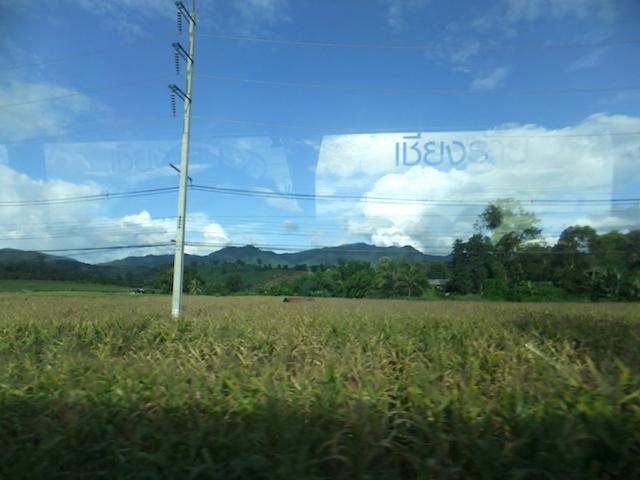 タイ バスの車窓1