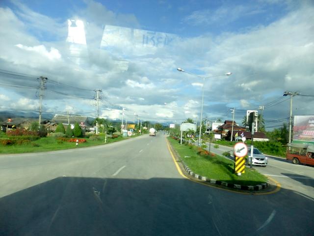 タイ バスの車窓2