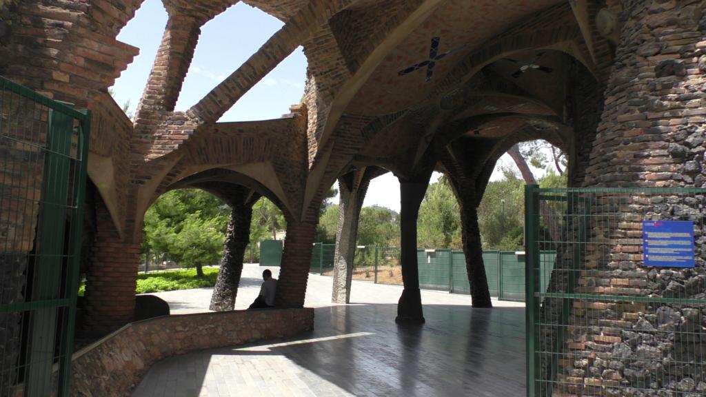 スペイン バルセロナ コロニア グエル 教会