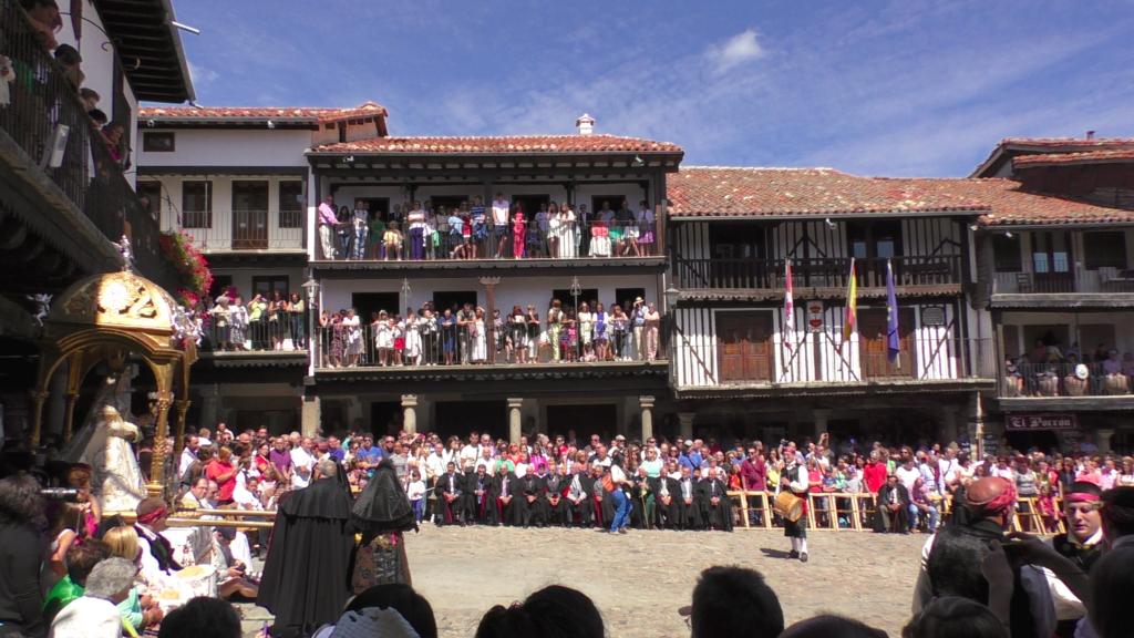 若い女性が踊る伝統的なお祭り!山岳部の村「ラ・アルベルカ」