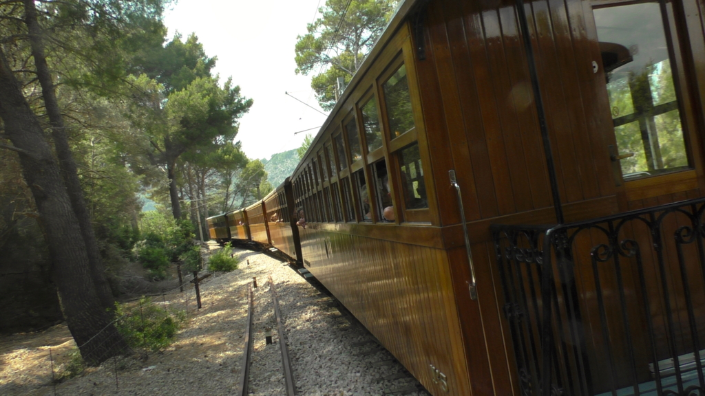 世界遺産の山脈を見に!マヨルカ島パルマからソーイェル鉄道に乗る!